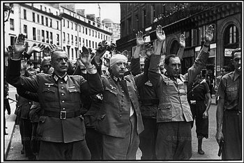 german officers taken prisoner during the liberation of paris