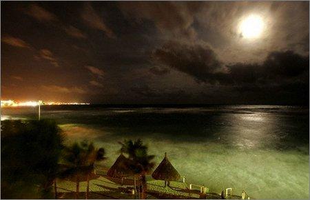 hurricane wilma approaching cancun